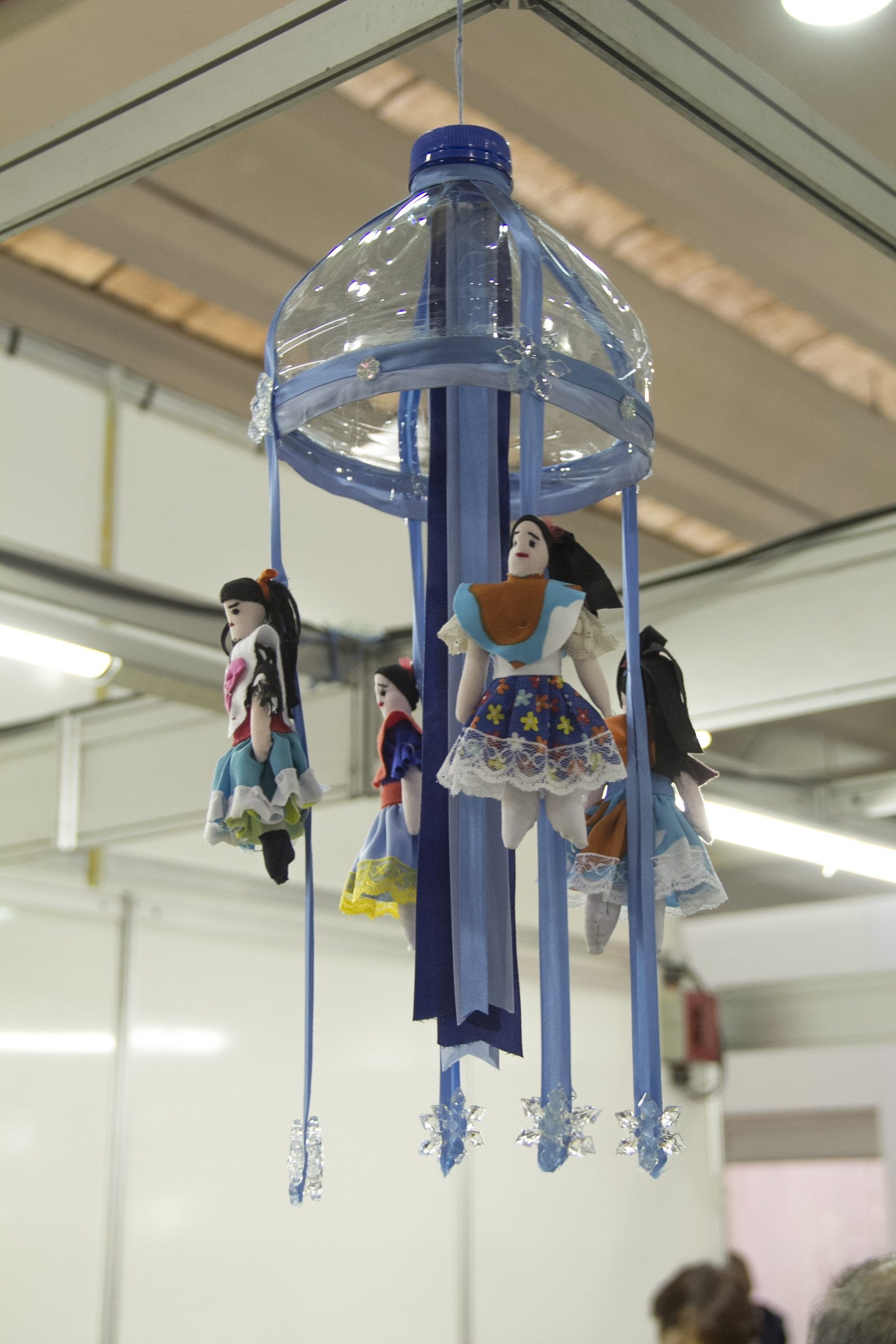 Já no estande do Instituto Brinquedo Vivo, encontramos esse móbile feito com garrafão de água