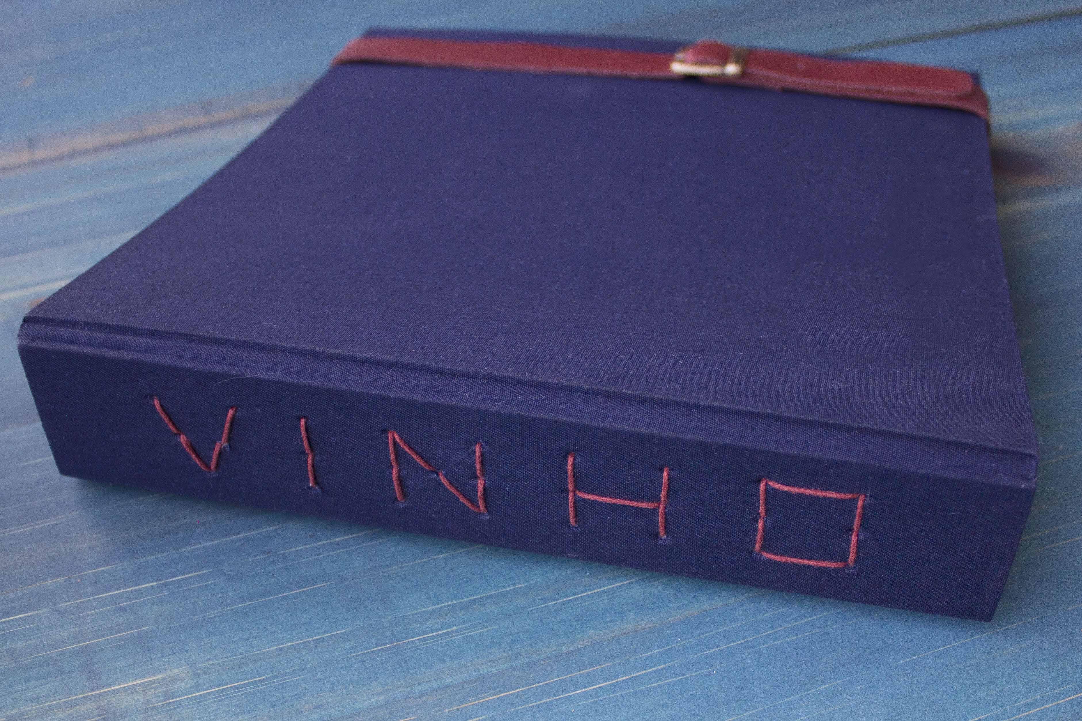 Uma das criações de Dani é um livro de vinhos