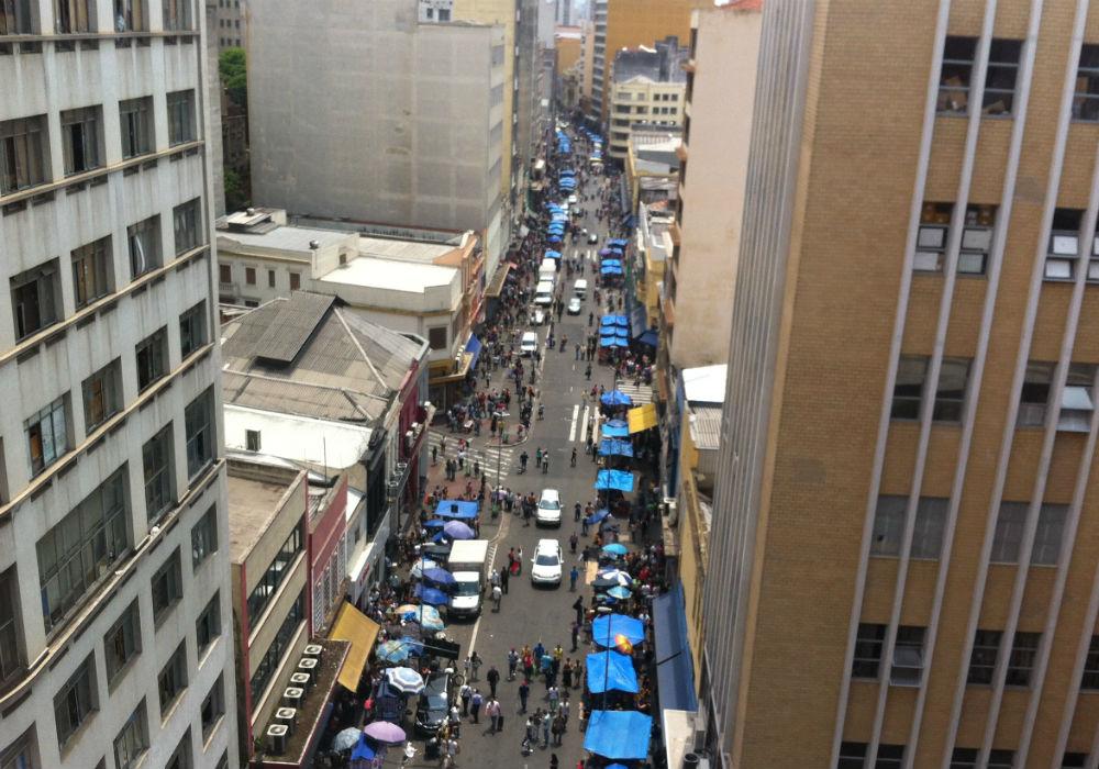 Rua 25 de março vista de cima: um paraíso para as artesãs