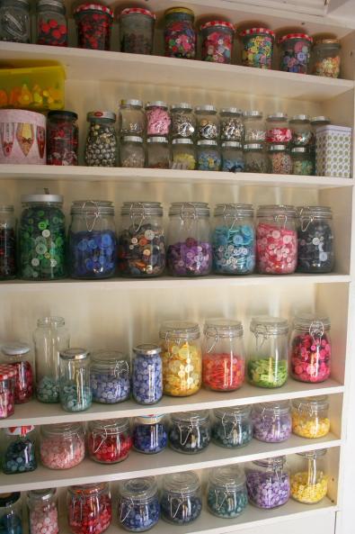 Botões e miçangas cuidadosamente organizados (reprodução do site: Tanya Palmer)