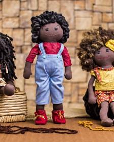 Bonecas negras em tecido: contribuição fundamental na construção da identidade das crianças