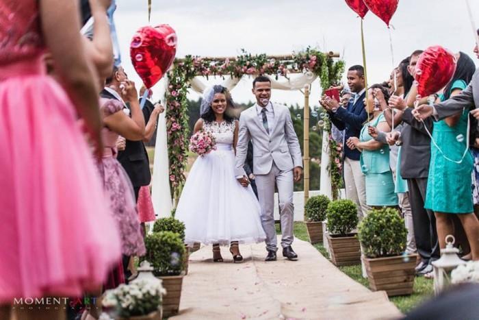 Gabriela Oliveira (artesã) fez seu casamento todinho à mão, olha que graça!
