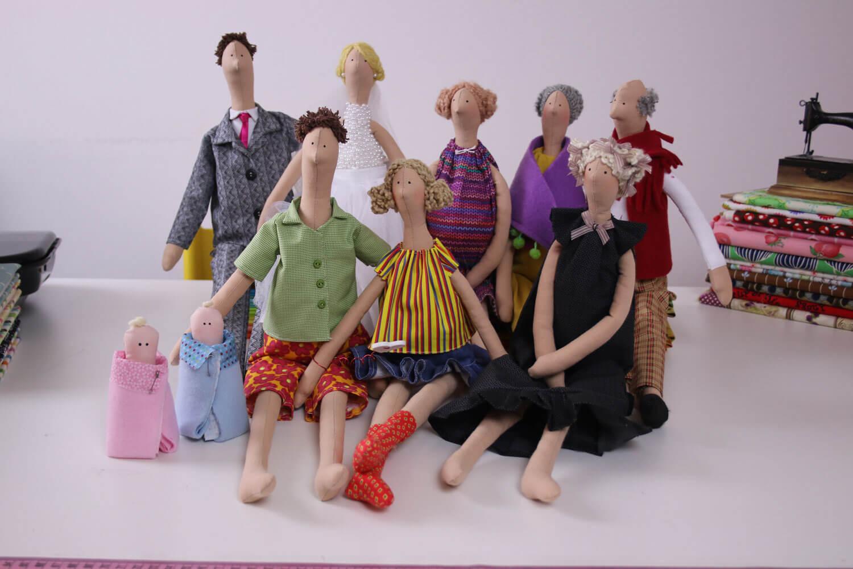 Família de Tildas feitas por Lu Gastal