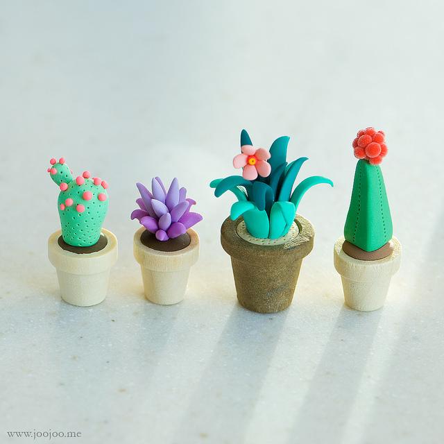 Vasinhos de cactos e suculentas em biscuit (crédito da foto: site Joojoo)