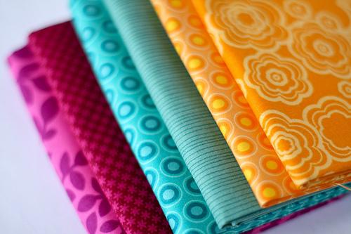 Tecidos de algodão estampados, excelentes para costuras criativas (crédito da foto: Jeni Baker – Flickr)
