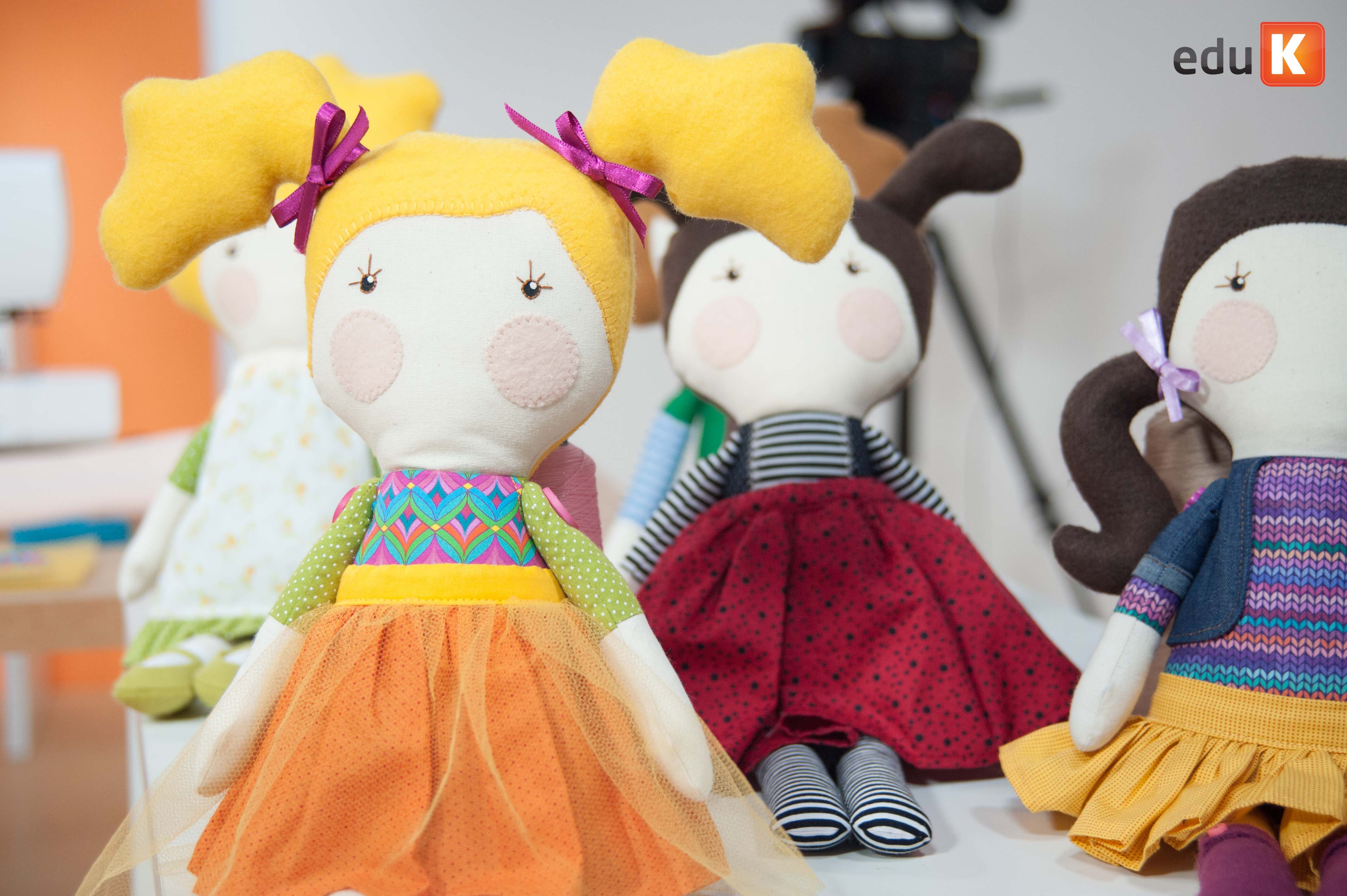 Bonecos de pano desenvolvidos por Gigi Serelepe
