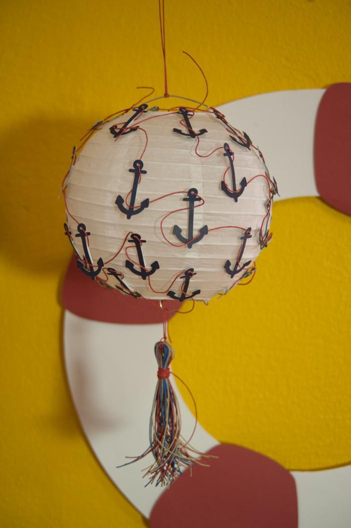 Inovar sempre: Aninha fez apliques criativos nas tradicionais bolas de papel