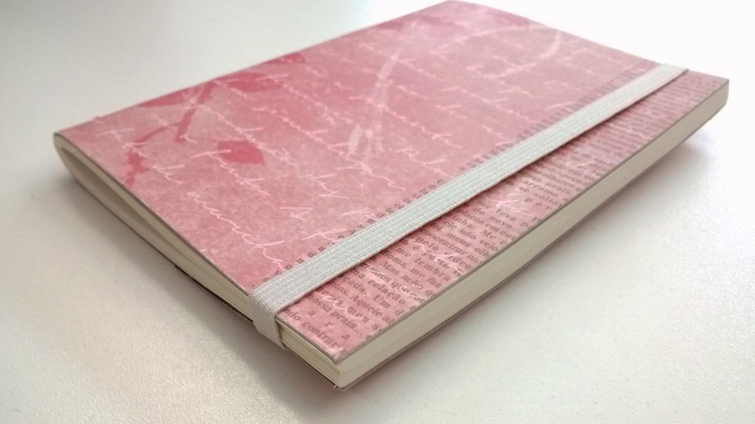 Encadernação manual: caderno de costura simples, 40 folhas com elástico. Tamanho A6 ou 105mm × 148mm, o mesmo tamanho de um Moleskine básico