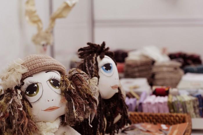 Bonecas da Gilse Maria no seu estande na Mega Artesanal
