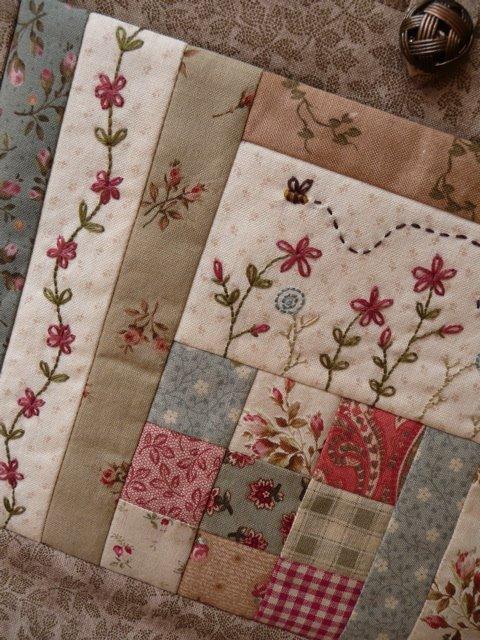 Patchwork em tecido clássico com borado (crédito da foto: Site bloom and blossom)