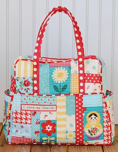 Tecidos juntos formam uma estampa linda para essa bolsa (crédito da foto: reprodução blog Mommy by day, Crafter by night)