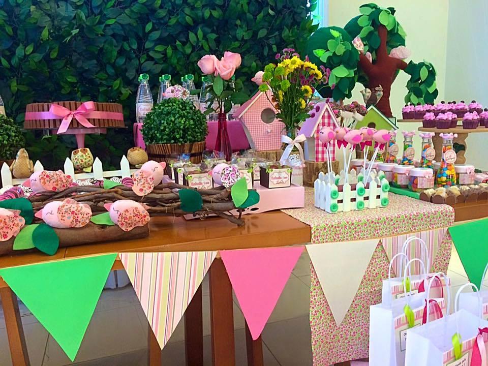 Detalhe da mesa decorada por Lilian Ruas da Tribo da Festa (crédito da foto: reprodução Facebook Tribo da Festa)