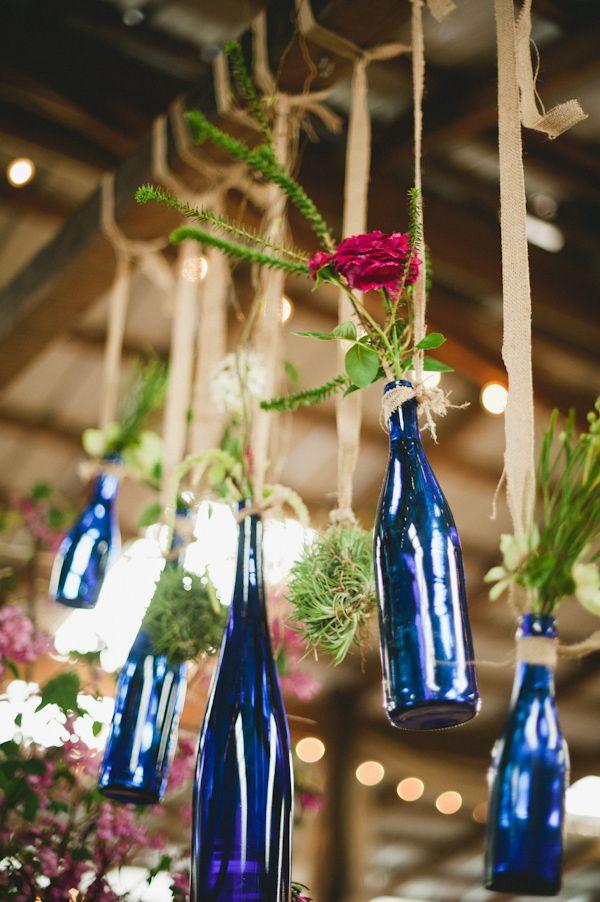 Garrafinhas coloridas também ficam lindas na decoração