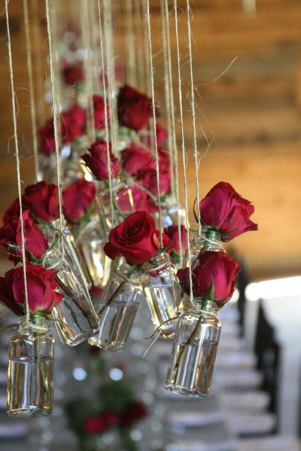 Com rosas vermelhas