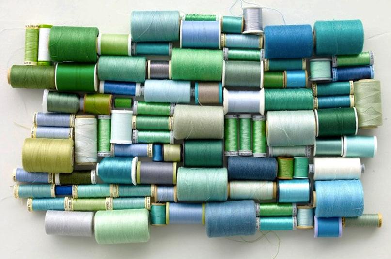 combinação de cores análogas, linhas em tons de verde e azul