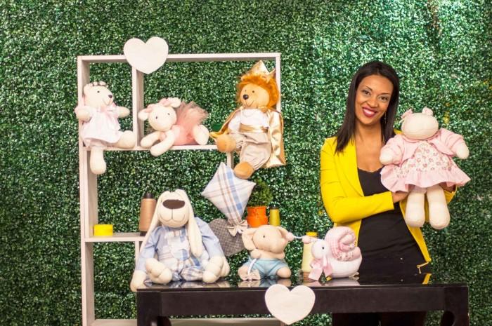 bonecas e bichos de pano