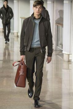A Hermés investe em bolsas masculinas