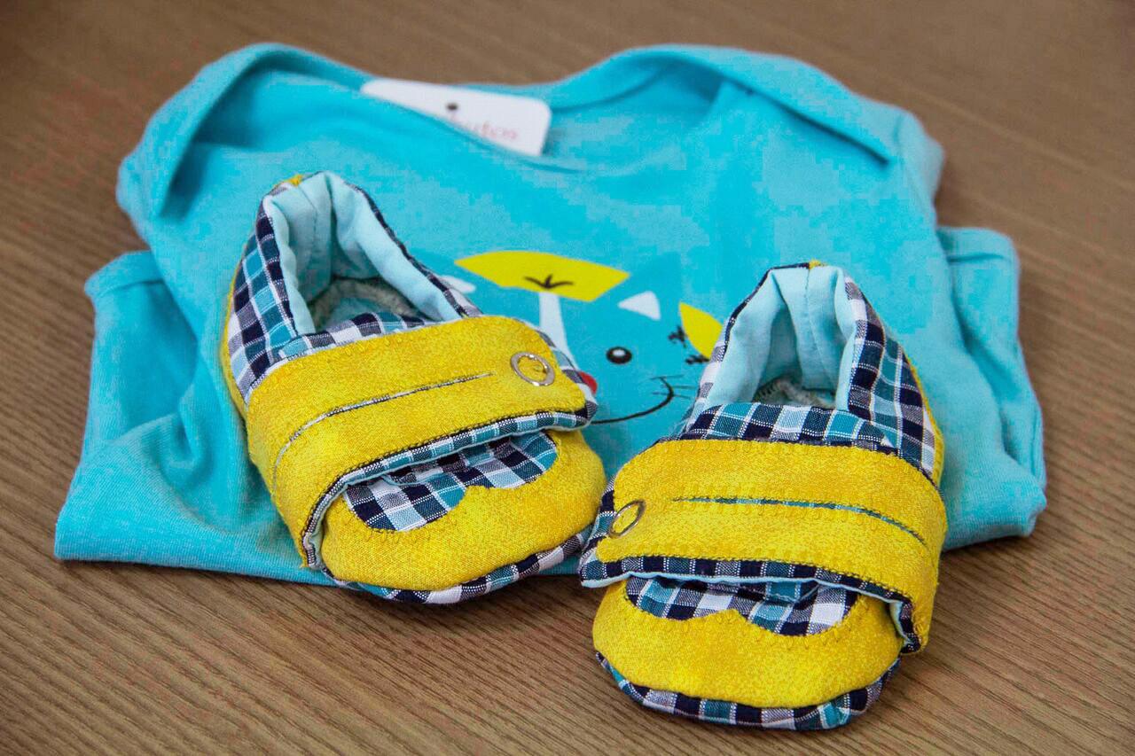 Sapatinho para bebê me tecido conquistou o mercado artesanal