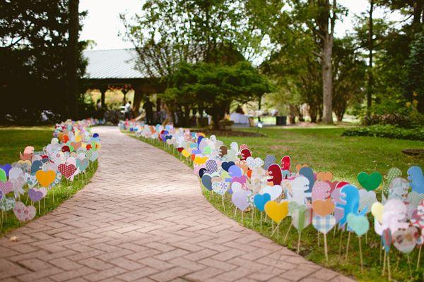 Combinação colorida para esse caminho do amor (crédito da foto: ruffled blog)