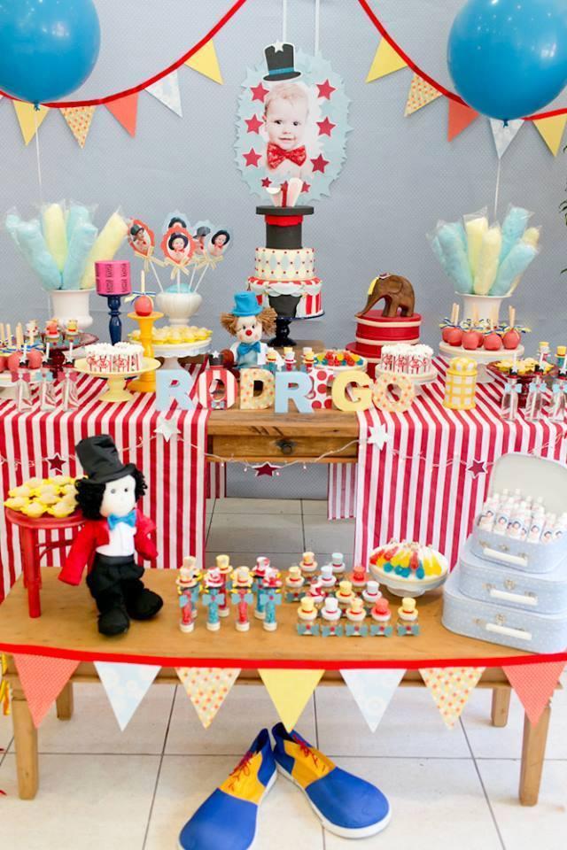 A decoração da festa infantil com o tema circo fica mais especial com mágico de Vanessa Alves. O que será que tem naquela cartola?