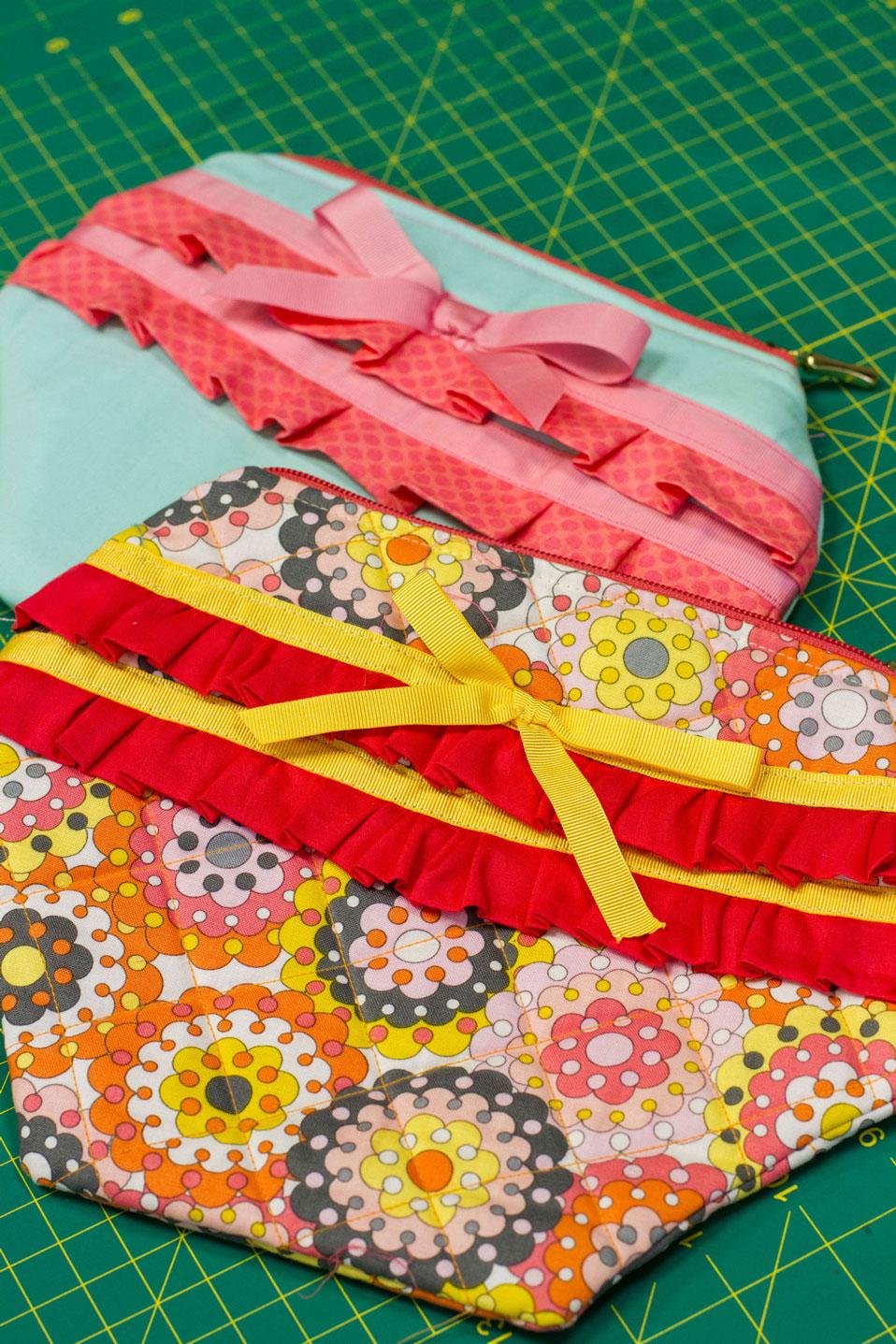 Carol capricha nas combinações de cores para a nécessaire em tecido