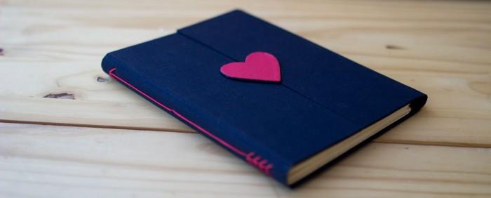 Caderno do kit para escrever a nossa história, ensinado no curso Encadernação: livros e cadernos para presente