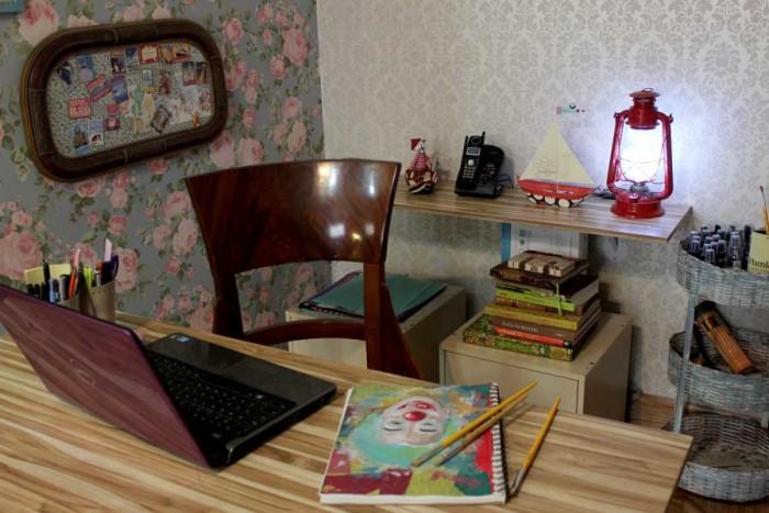 Decoração vintage ao redor da escrivaninha da Elá Camarena (crédito da foto: Elá Camarena)