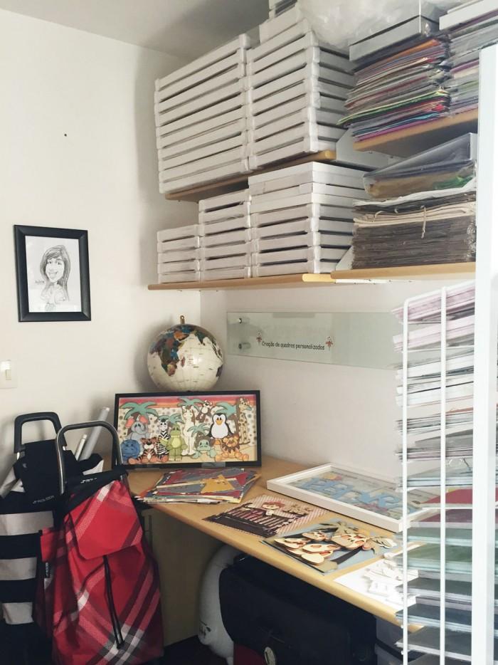 Olha a quantidade de papeis diferentes, materiais e a organização do espaço, legal, né? (crédito da foto: Aninha Haddad)