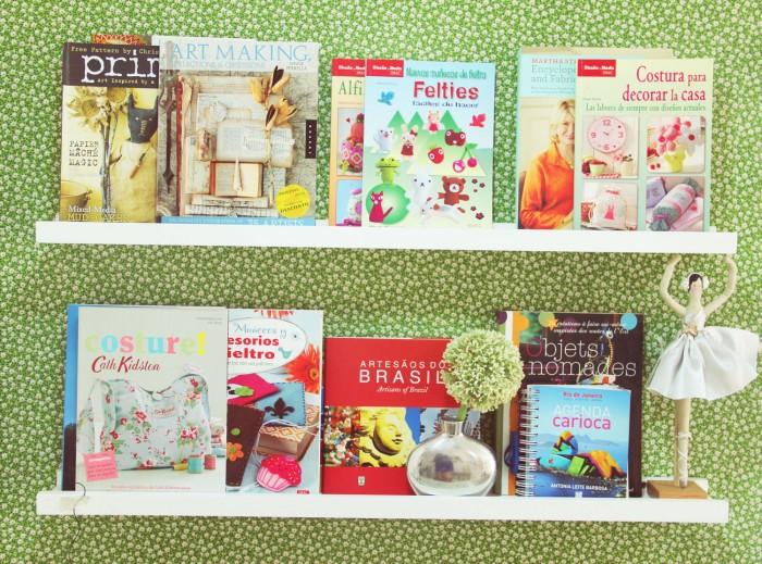 Os livros que compõem o ambiente junto com uma boneca Tilda, que não podia faltar na festa (crédito da foto: Katia Callaça)