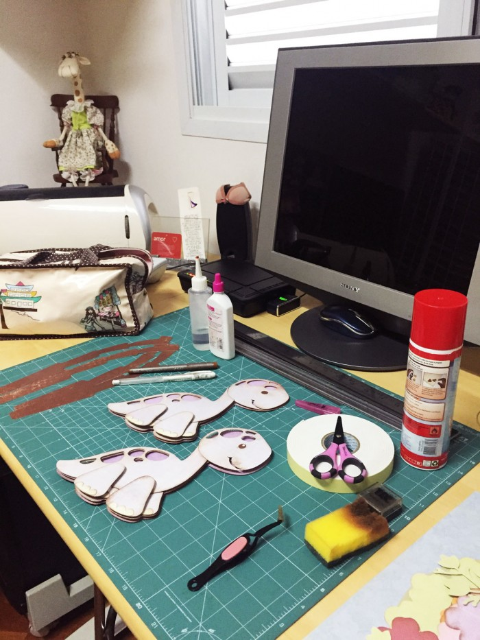 A vantagem da Aninha é que tudo que precisa é de um pequeno espaço de trabalho (crédito da foto: Aninha Haddad)