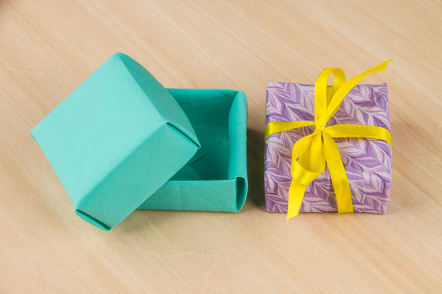 Caixa de origami em tecido por Thaís Kato