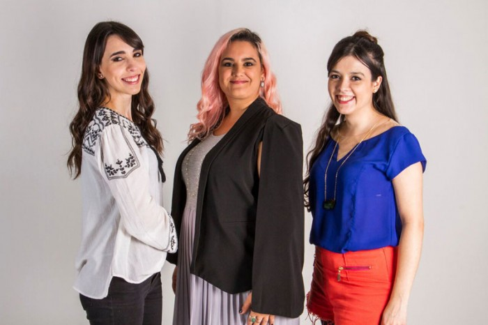 integrantes do Clube do Bordado, Camila, Laís e Renata