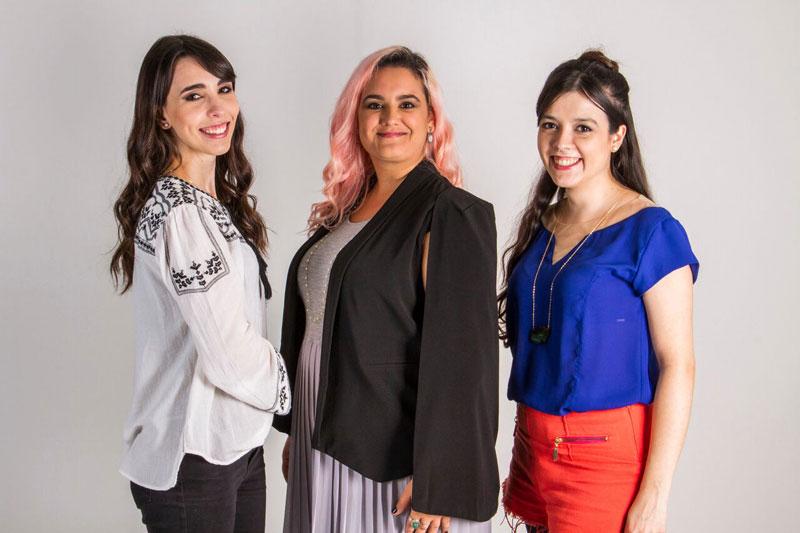 Camila, Renata e Laís: três das seis integrantes do Clube do Bordado