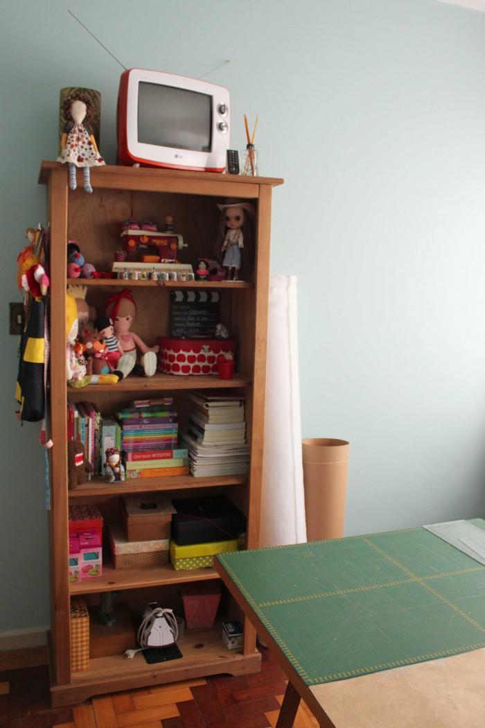 estante organizadora dos materiais do ateliê da Gigi Serelepe (crédito da foto: Gigi Serelepe)
