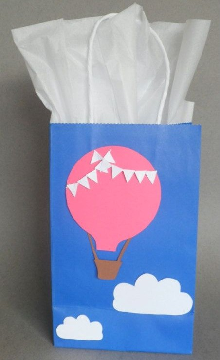 Lembrancinha fica mais fofa com o enfeite de balão (crédito da foto: etsy)