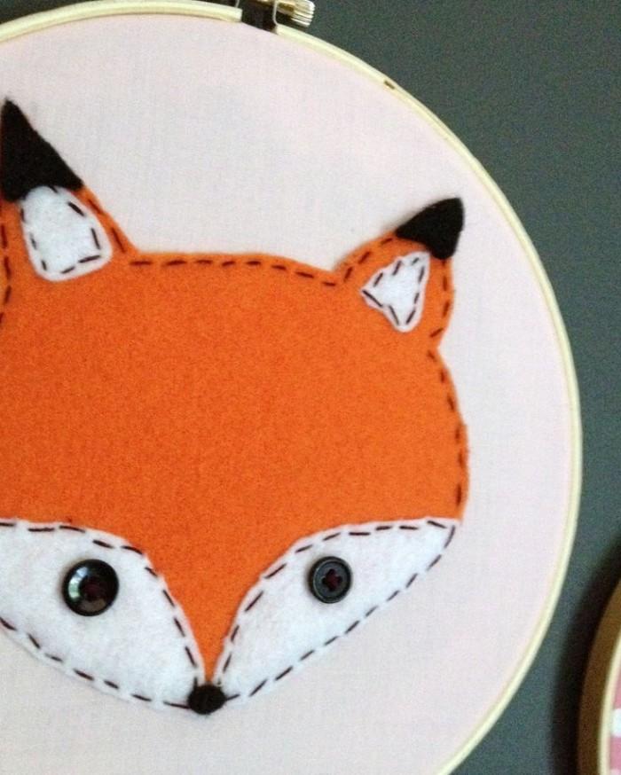 Bastidor com aplicação de raposa feita com feltro (crédito da foto: Etsy)