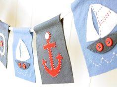 Bandeirinhas em tecido seguindo a moda náutica (crédito da foto: Etsy)