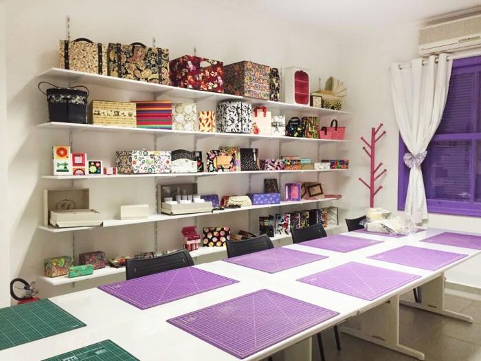 O ateliê da artesã e empreendedora Claudia Wada é organização e peças lindas em cada canto (crédito da foto: Claudia Wada)