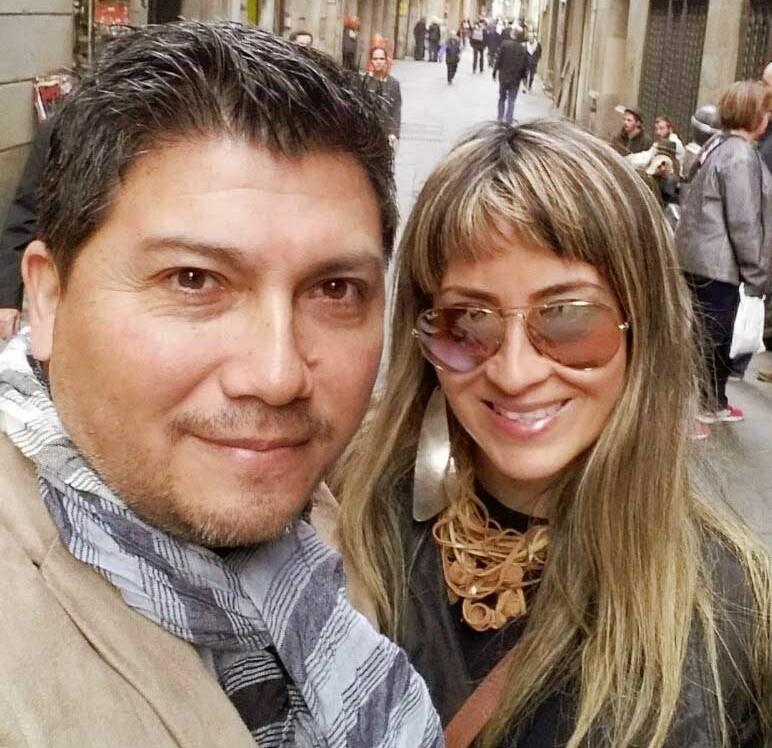 Millyta, acompanhada de seu marido, Rodriguito, dizem adeus a Barcelona