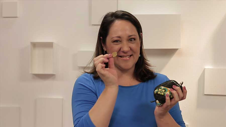 A artesã Marcia Satiko nos mostra como é prático esse porta-moedas