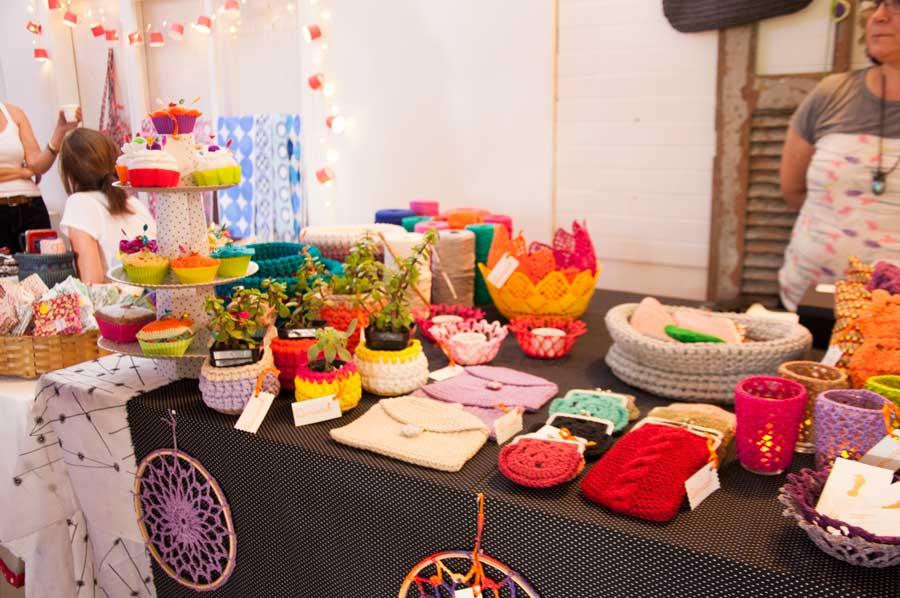 Estande da Damadah na feira Crafts & Bistrô: tudo em crochê e trico com fio de malha, que estão super em alta