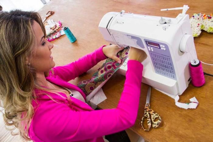 Carol, preparando seu curso de acessórios femininos em tecido