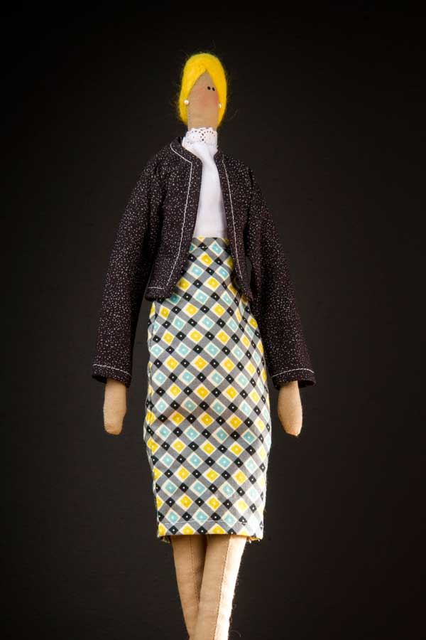 Boneca executiva estilo Tilda feita por Lu Gastal para o curso