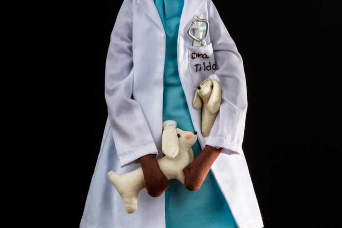 Boneca veterinária estilo Tilda feita por Lu Gastal para o curso