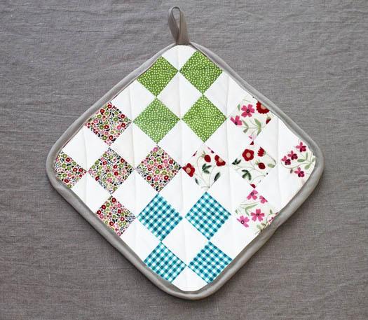 Nove quadrados (nine patch), num simpático descanso de panela (crédito da foto: etsy)