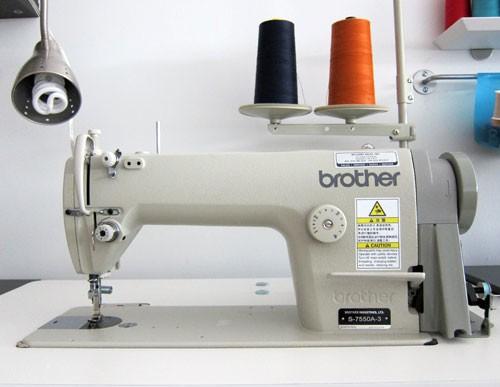 Máquina de costura industrial (crédito da foto: taylortailor)