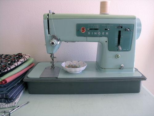 Máquina de costura doméstica (crédito da foto: chicagonow)