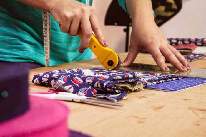 Marcia Satiko preparando seu curso Bolsas e mochilas em patchwork para a eduK