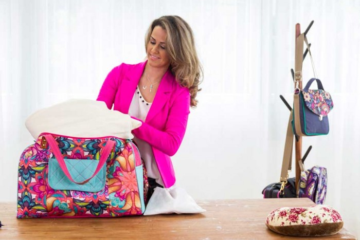 Carol Viana, preparando seu curso de bolsas e acessórios femininos
