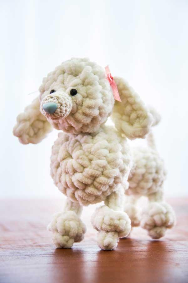 cachorrinho em croché feito por Elá Camarena para o blog Artesanato e Ponto